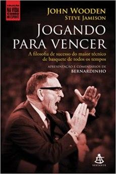 capa do livro jogando para vencer a filosofia de sucesso do maior tecnico de basquete de todos os tempos